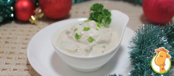 Соус сметанный с луком для заправки новогодних салатов