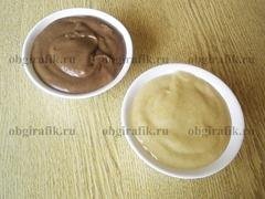 5. Разделив тесто на две равные части, в одну кладут какао-порошок.
