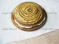 Как и традиционный, кекс «Зебра» можно покрыть сахарной пудрой, шоколадной глазурью или присыпать молотыми орехами.