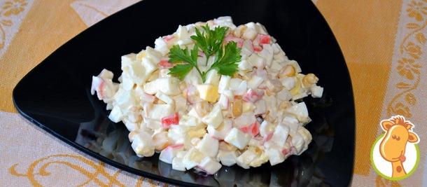 Салат из крабовых палочек с яблоком