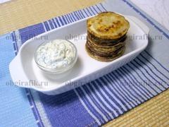 7. Подавать жареные кабачки с чесноком можно сразу же - горячими.