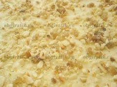 5. Посыпать орехово-сахарной крошкой.