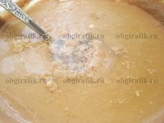 7. Добавить желатиновый раствор – перемешать до однородности и, разлив по порционным креманкам, поставить на 2-2,5 часа в холодильник до полного желирования.