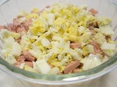 7. Потом – сваренные вкрутую яйца.