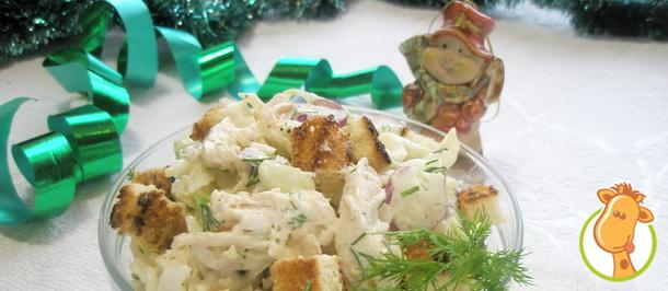 Салат с курицей и крутонами