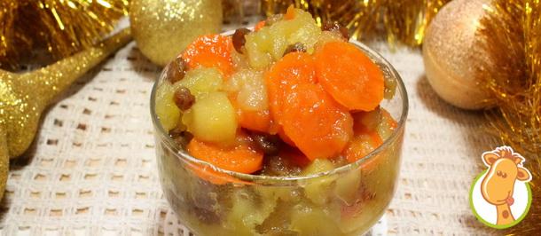 Витаминный десерт в новогоднем меню: цимес из моркови, яблок и изюма