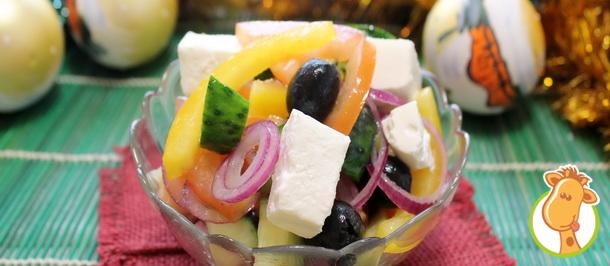 Популярный салат «Греческий» с брынзой в новогоднем меню