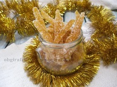 8. Готовые цукаты из апельсиновых корок хранят в стеклянной таре и подают к новогоднему столу как самостоятельно, так и добавляют в выпечку.