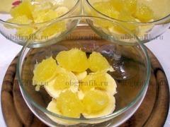 3. Затем - очищенные от мягкой оболочки куски апельсина.