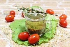 6. Ароматная заправка из растительного масла окажется кстати для любого застолья и позволит улучшить вкусовые качества многих новогодних салатов.