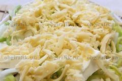 4. Покрыть натертым твердым сыром и поставить в раскаленную духовку на 50-60 минут. Запекают при температуре 170 градусов.