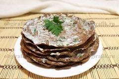 7. Печеночному торту дают пропитаться в холодильнике около 30-40 минут.