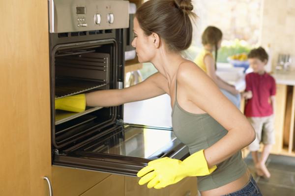 8 способов очистить плиту и духовку