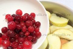 3. Сразу же добавить ягоды.