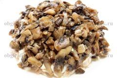 3. Затем – обжаренные на растительном масле грибы.