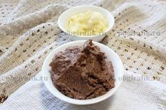 5. Два вида крема для бисквитного торта хранят в холодильнике до непосредственного использования.