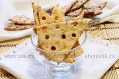 7. Невесомые сырные крекеры остывают очень быстро и готовы к употреблению.