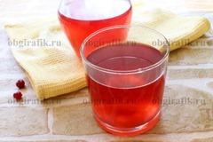 5. Разлить по чашкам/стаканам, и подавать морс из клюквы к столу.
