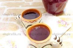 6. Ягодный кисель остудить до теплого или холодного состояния и подавать.
